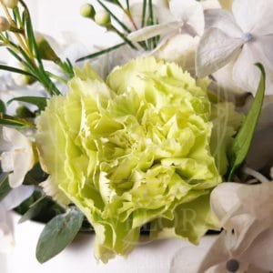 Гортензии и другие цветы в шляпной коробке-аквариум 25×35см