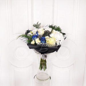 Букет 15 разноцветных роз с брунией