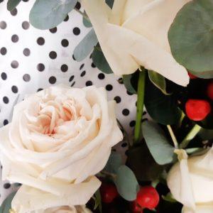 Букет 9 ароматных пионовидных роз с зеленью (заказчик BABOCHKA)
