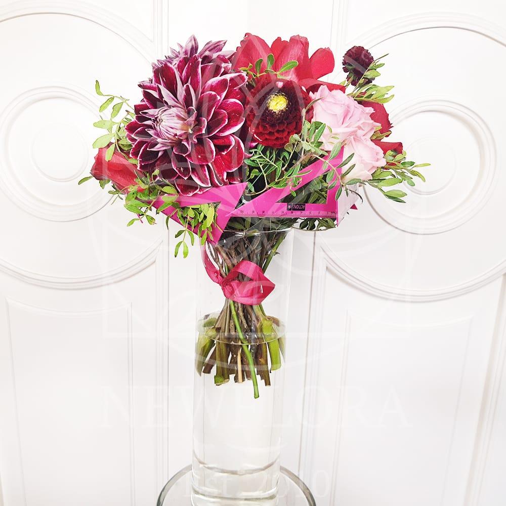 Букет 5 георгинов с розами и линейками