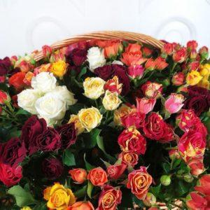 Корзина цветов 101 кустовая роза микс