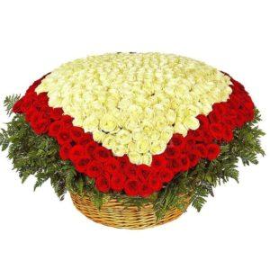 Огромная корзина цветов 501 роза сердце