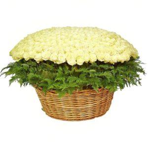 Большая корзина цветов 501 белая роза