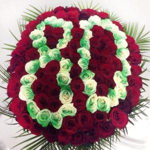 Корзина роз на юбилей 80 лет
