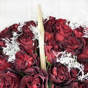 Корзина цветов 85 бордовая роза (Hearts)