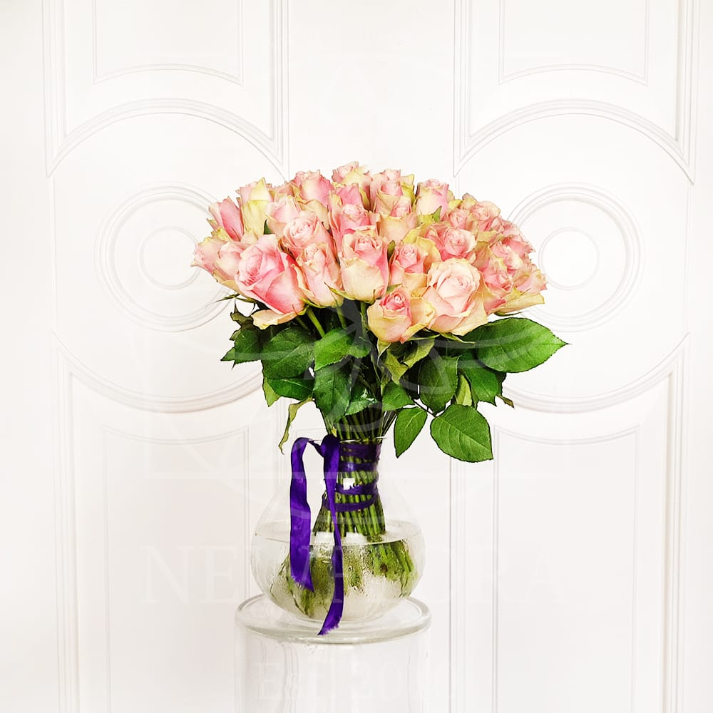Букет 51 кенийская нежно розовая роза 50см