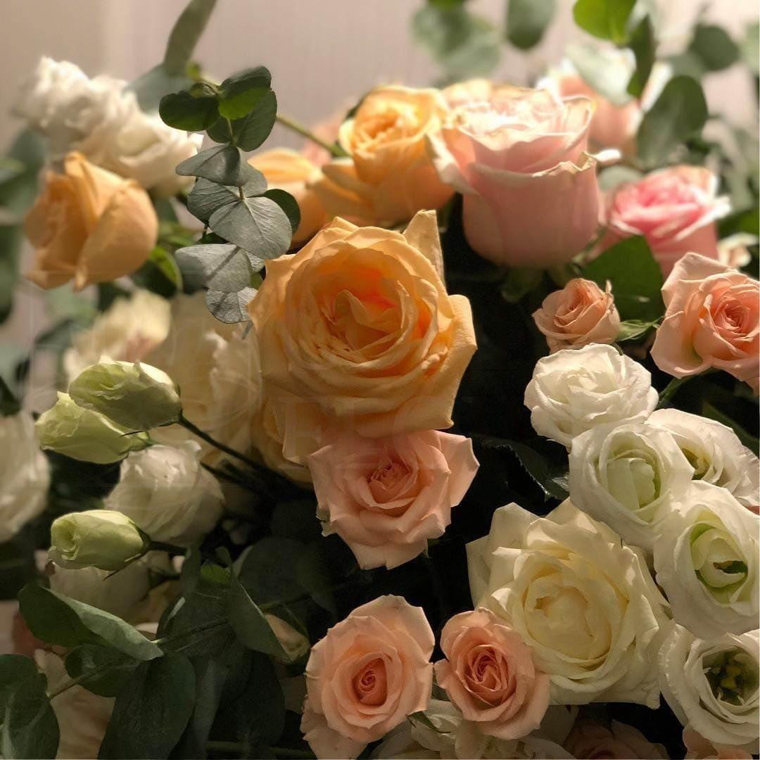 Композиция из пионовидных роз с зеленью (заказчик Emil Shabaev)