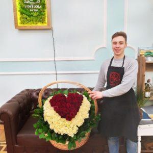 Корзина цветов 201 роза сердце 80×70см