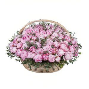 Корзина цветов 101 пион с зеленью