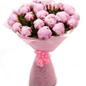 Букет 15 розовых пионов в упаковке