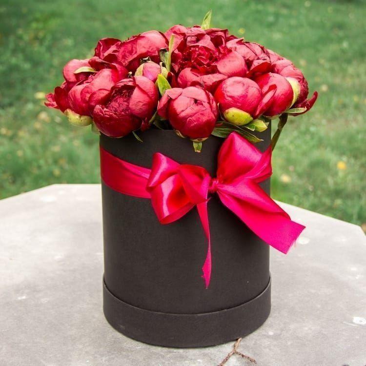 Шляпная коробка 21 крупный красный пион