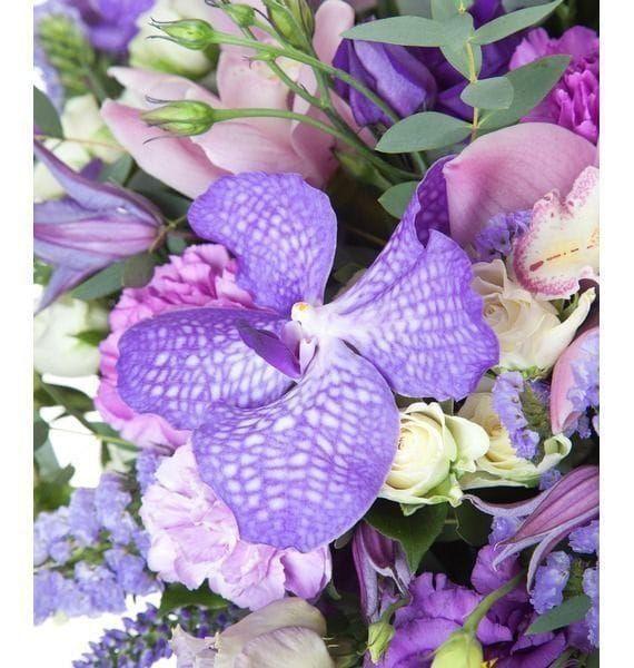 Букет орхидей ванда и цимбидиум с эустомой и кустовыми розами