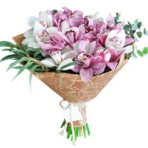 Букет 15 орхидей (Premium) с зеленью