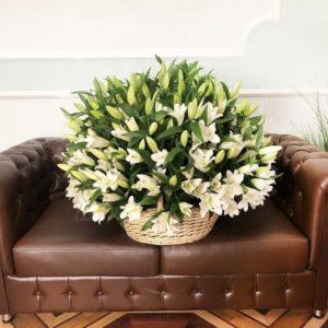 Корзина 101 белая лилия