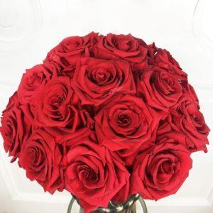 Композиция 23 стабилизированные красные розы в вазоне