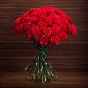 Букет 35 красных гвоздик (диантус)