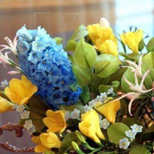 Композиция керамических (фарфоровых) цветов с гиацинтами из полимерной глины