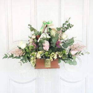 Цветочная сумочка с розами, астильбой и гортензией