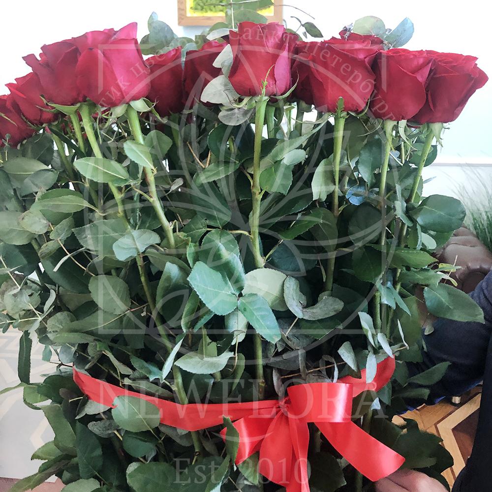Букет 51 красная роза высотой 170см с гигантским эвкалиптом