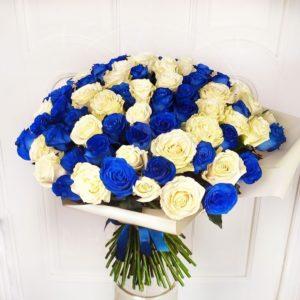 Букет 101 синяя и белая роза (Premium)