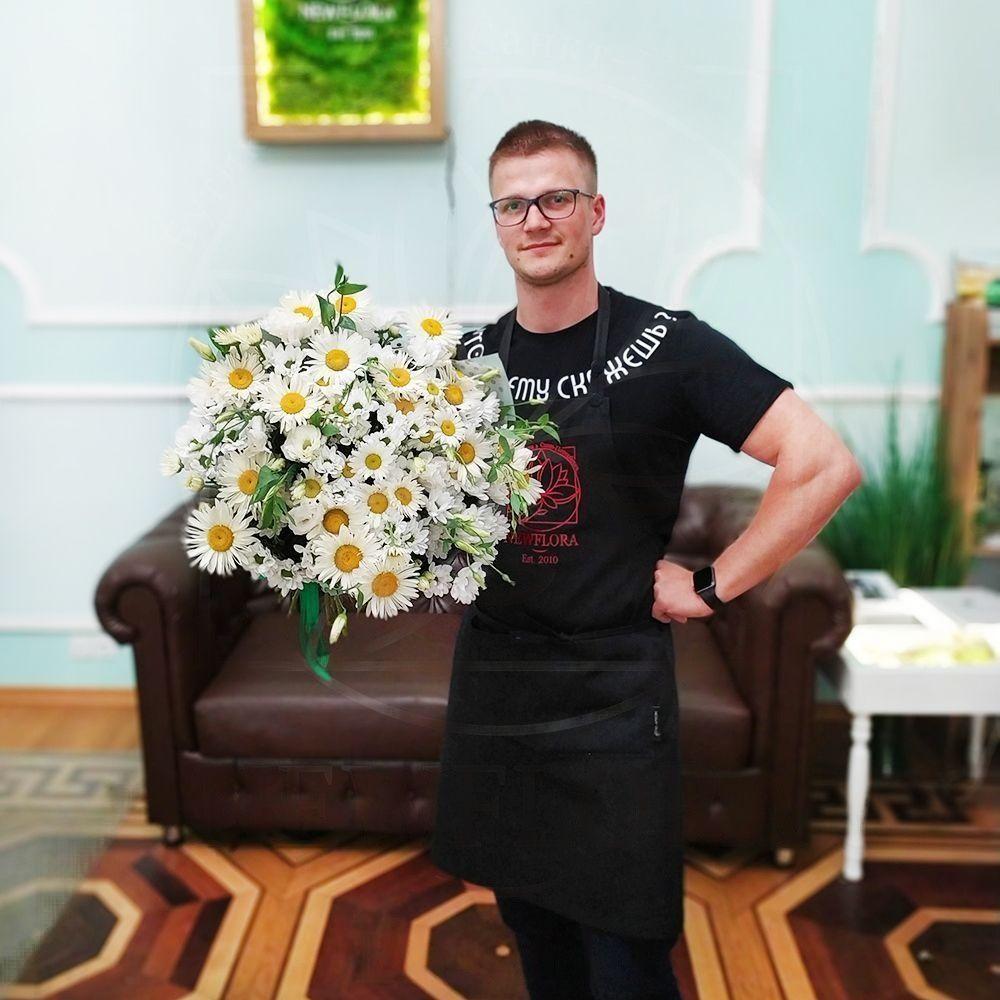 Букет ромашек с хризантемой и лизиантусом (эустома)