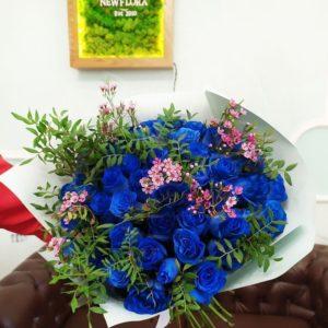 Букет 51 синяя роза (Premium) с ароматным ваксфлауэр