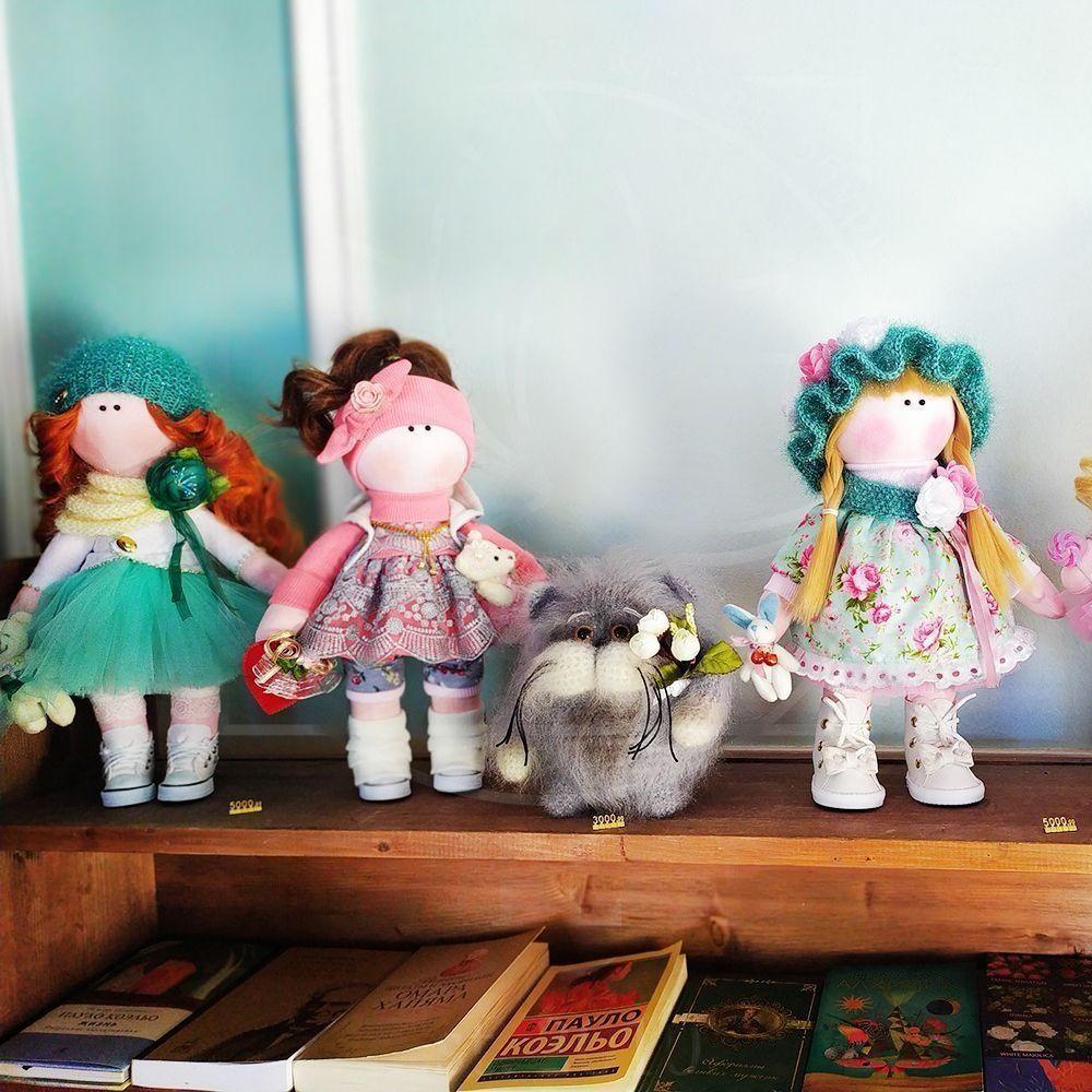 Кукла розовая в шапочке 40см