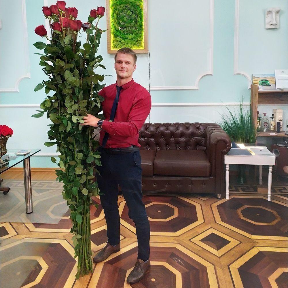 Букет 15 красных роз высотой 220см