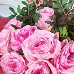 Букет 19 пионовидных розовых роз Pink Ohara с зеленью