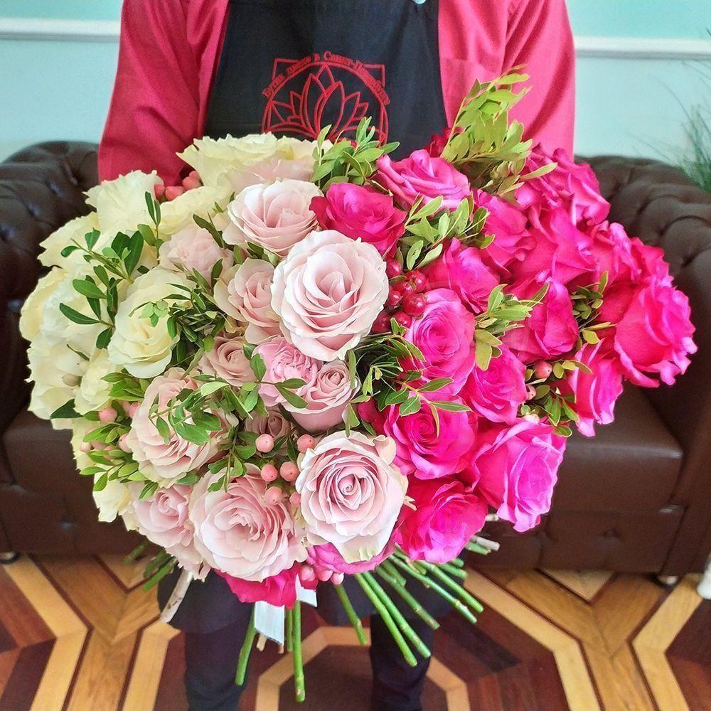Букет градиент 51 роза с зеленью