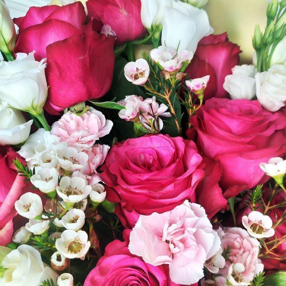 Букет 15 розовых роз (Premium) с лизиантусом и гвоздикой