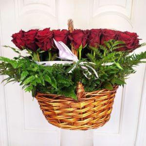 Корзина 101 роза с зеленью на 21 год (Premium) 40×65см