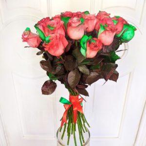 Букет 25 красно-зелёных роз в цвет Гуччи (Gucci Roses)