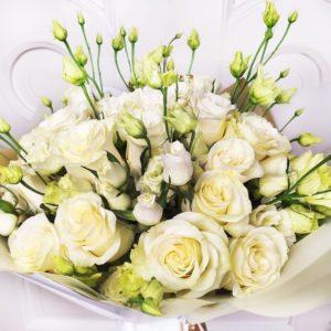 Букет 35 белых роз с белым лизиантусом (заказчик Bentley)