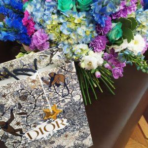 Букет в американском стиле с розами, гортензиями, гвоздиками