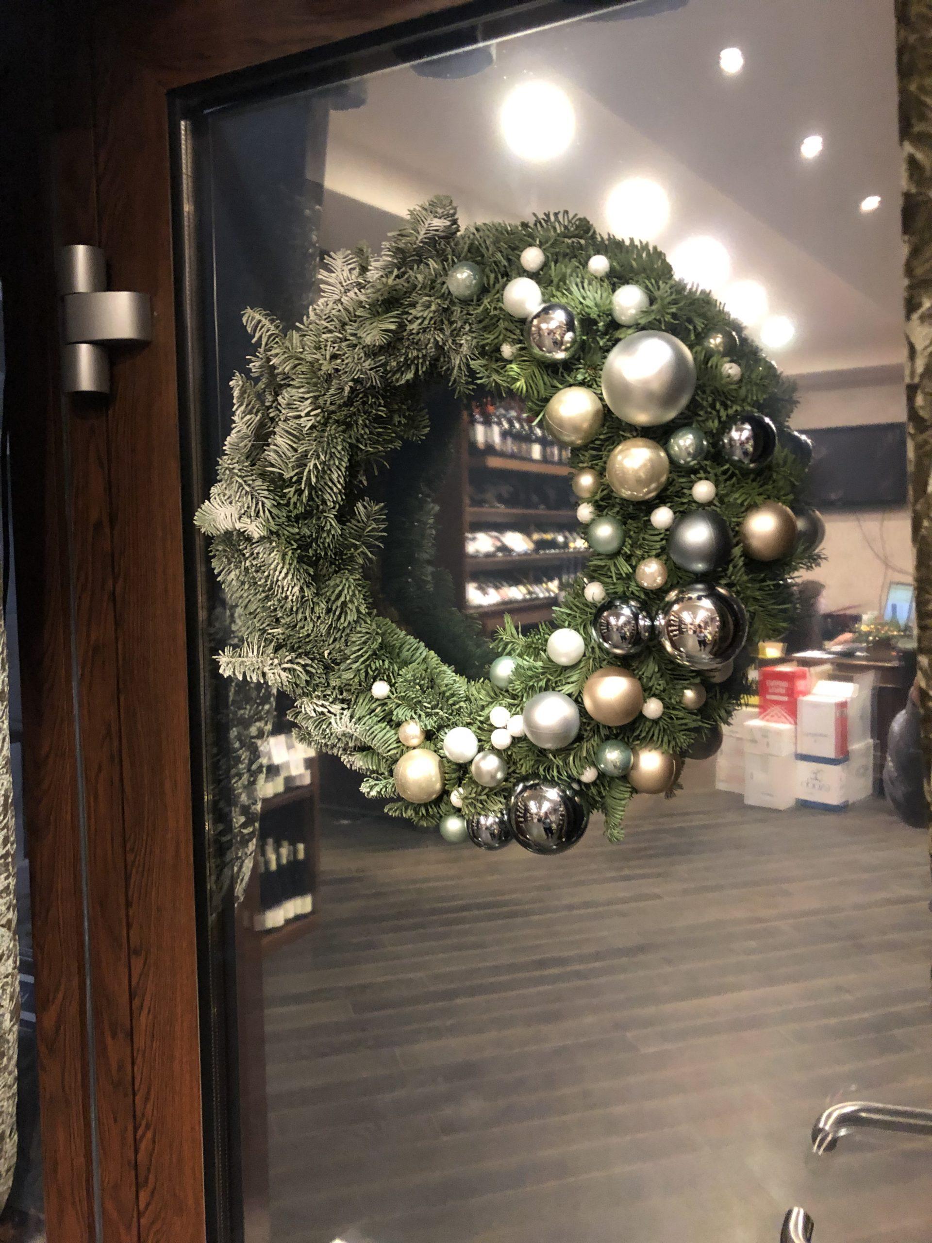Новогоднее украшение интерьера (заказчик винный дом Каудаль)