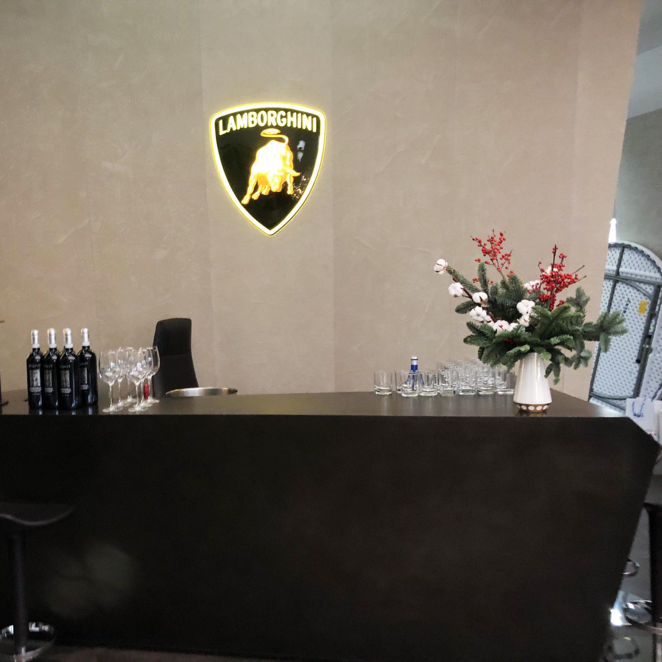 Новогоднее украшение интерьера (заказчик Lamborghini Avtodom)
