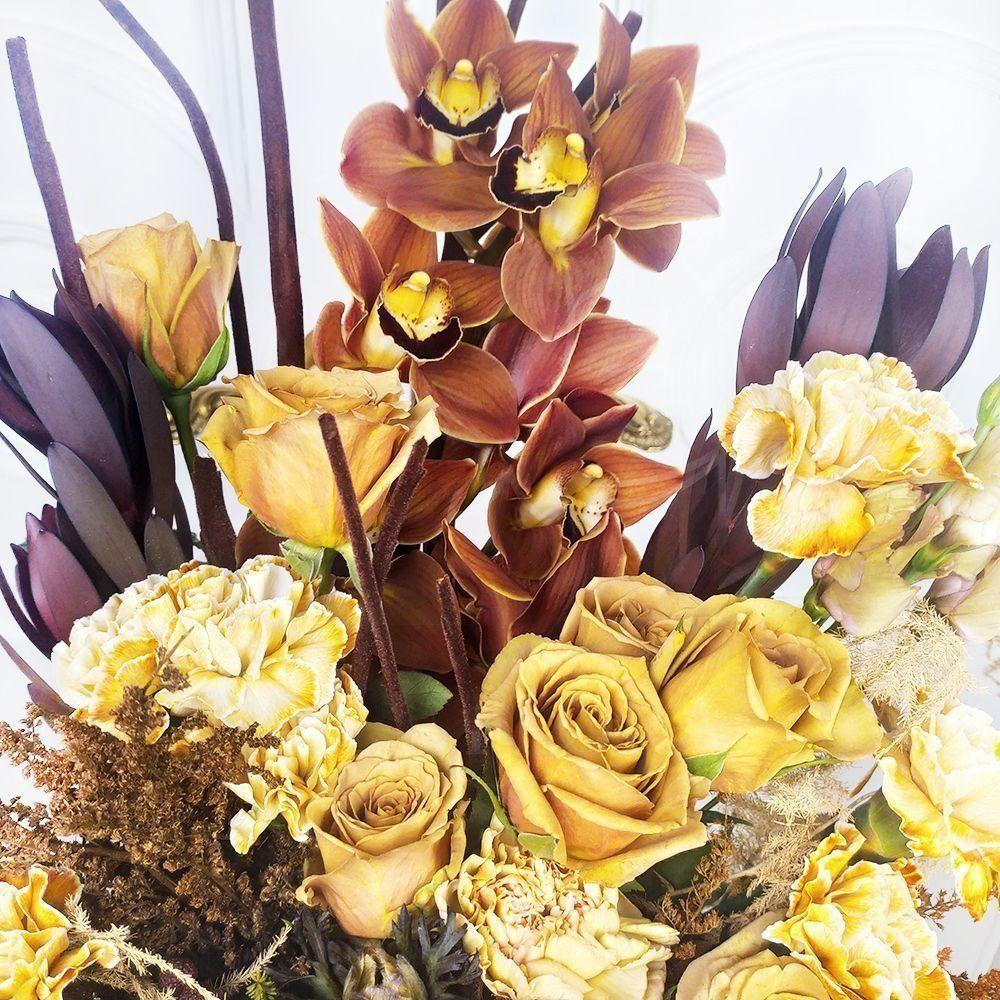 Кофейный букет с анемонами, розами, орхидеями и гвоздикой