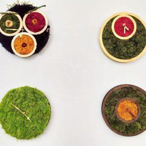 Настенные часы со стабилизированным мхом и цветами (на выбор)