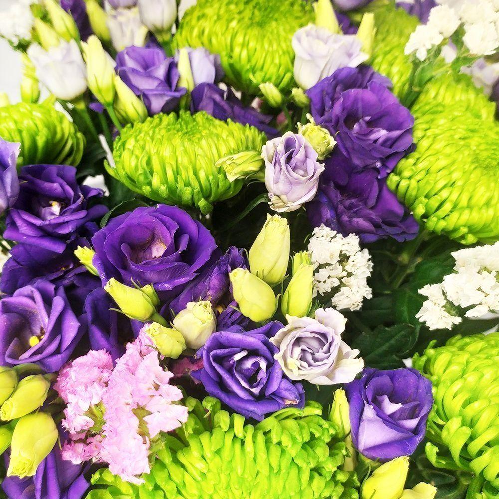 Букет 15 лизиантусов с хризантемой и статицей