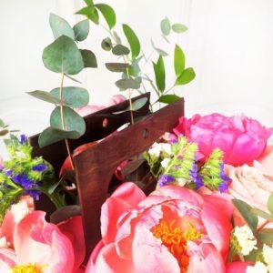 Цветочная сумочка с пионами, пионовидными розами и статицей