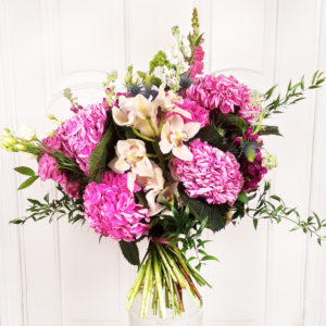 Букет 9 гортензий с лизиантусами, орхидеями и молюцеллой