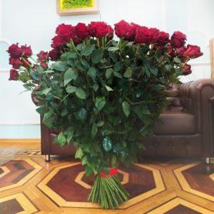 Букет 101 красная роза высотой 110см