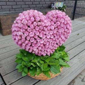 Корзина роз объемное сердце (325 роз)