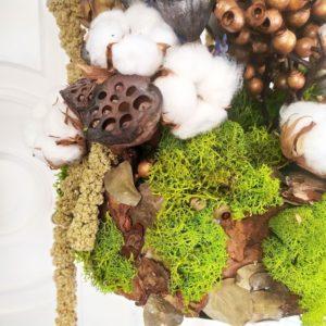 Композиция сухоцветов с лотосами, артишоками и тропическим эвкалиптом