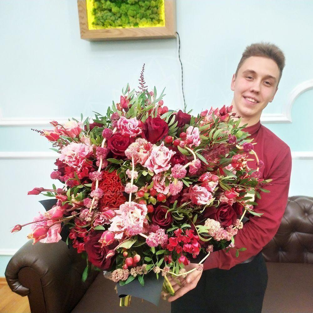 Букет «красная бомба» с розами, амарантом и целозией (заказчик Bentley)
