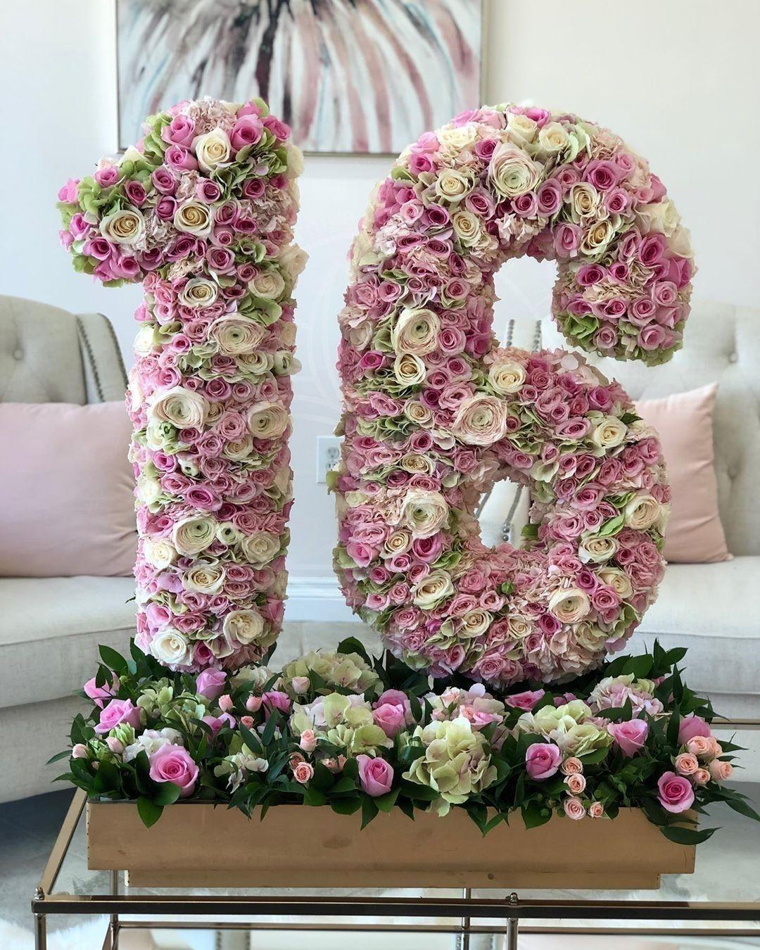 Цифра из живых цветов на 16 лет (в корзине\подставке)