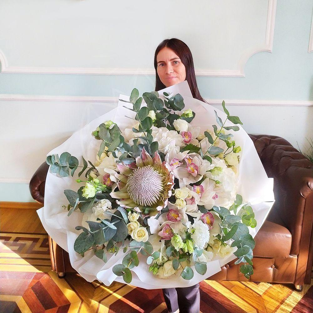 Букет роз с гортензиями, орхидеями и протеей (заказчик Bentley)