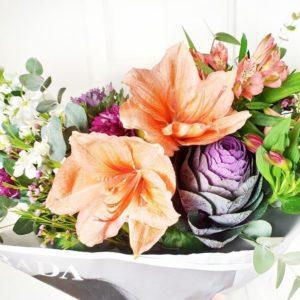Букет альстромерий с лилиями и амариллисом в упаковке PRADA