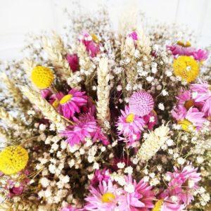 Букет сухоцветов с гипсофилой и акролиниум в упаковке PRADA